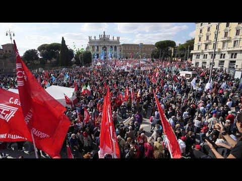 شاهد: مظاهرة حاشدة في روما تطالب بحظر اليمين المتطرف  - نشر قبل 11 ساعة