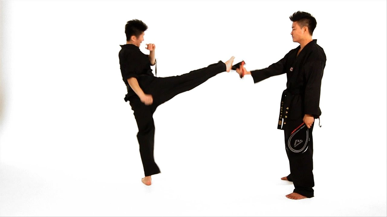 foto How to Use a Front Kick for Self Defense