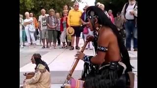 Музыка индейцев на улице