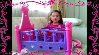 Armando la cuna del bebe de juguete / assembling a toy baby crib