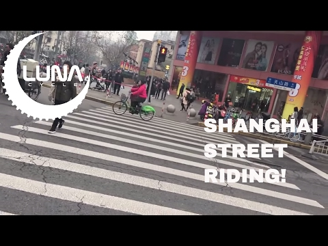 Luna Cylce In Shanghai Riding  Public Ebikes