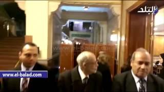 بالفيديو والصور .. ميرفت أمين ودلال عبد العزيز و'قلاش' يصلون عزاء والدة 'الشناوي'