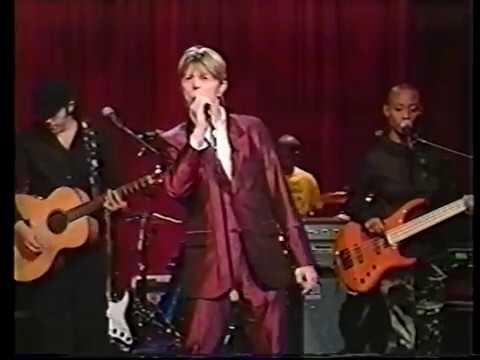DAVID BOWIE TV Archive: US 2002 VTS 01 4