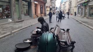 Мифическая музыка в центре Львова - инструмент  Ханг (Hang)