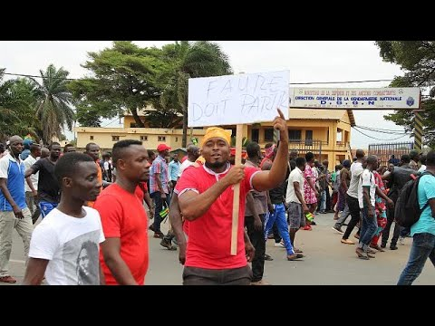 Marée humaine dans les rues de Lomé