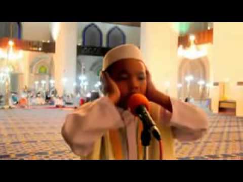 Anak Kecil Adzan seperti di Makkah   Merdu sekali