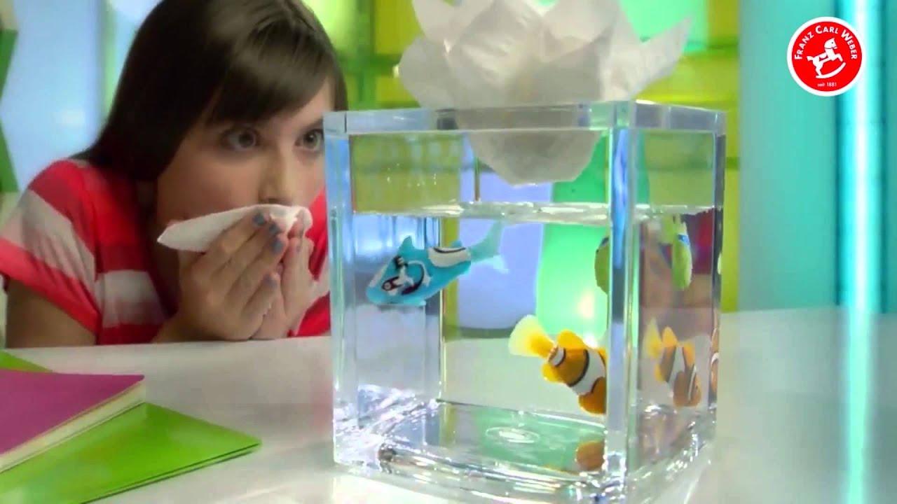 Robo fish bei franz carl weber youtube for Robo fish tank