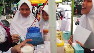 Download Video NGANTRI!!! BUAT MINUM MILK SHAKE SAMPAI DI SERBU ANAK SEKOLAHAN | INDONESIAN STREET FOOD MP3 3GP MP4