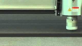Grafitroniks - Zund - Découpe de mousse 12 mm avec outil oscillant pneumatique POT