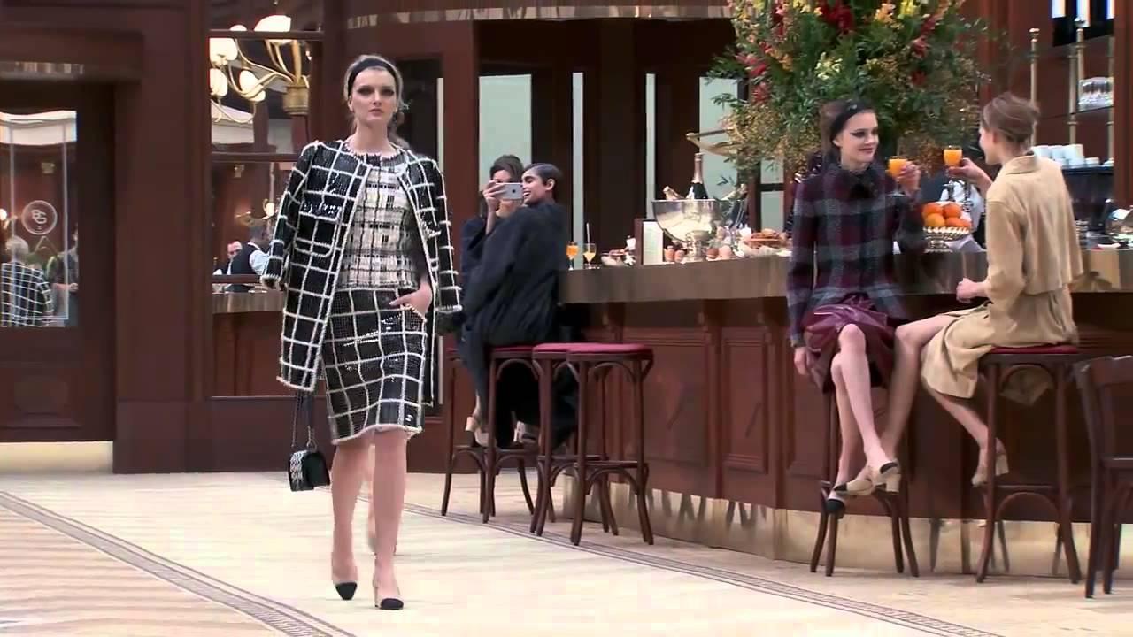 Коллекция одежды Chanel осень-зима 2015⁄2016. Полное видео показа ... de1a90d9ff8