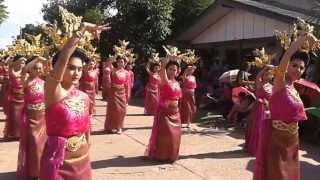 Repeat youtube video บุญบั้งไฟตำบลหัวเรือ (Bun bang fai Festival 1-6-13.)