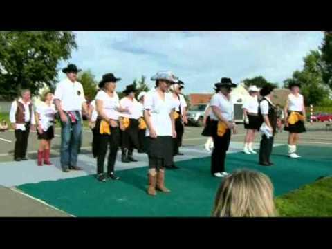 Dance Country par le  groupe de St Martin d'Abbat