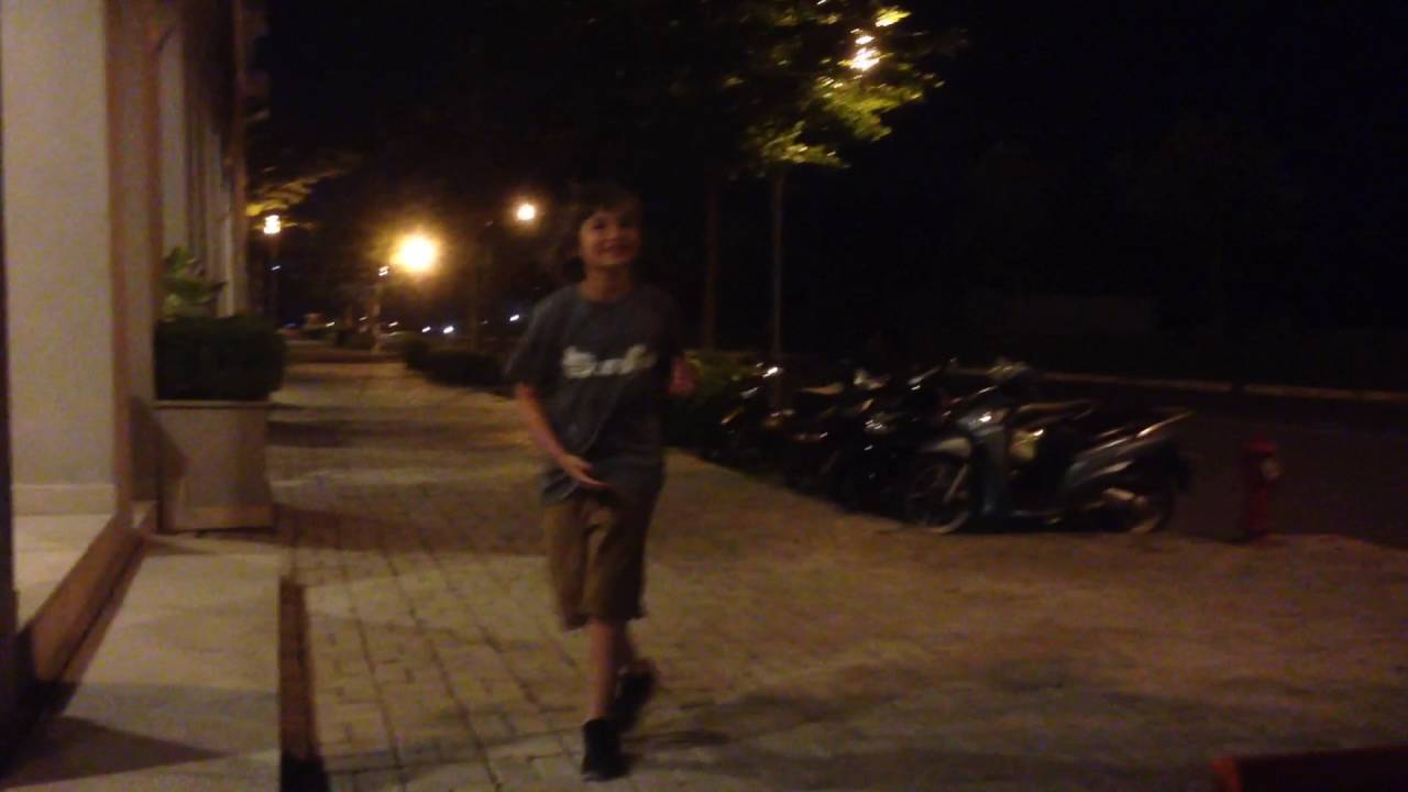 Running Man Challenge In Vietnam | at night in Ho Chi Minh I think of you | Norwegian running boy