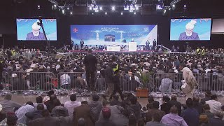 Huzoor's Address To Lajna - Jalsa Canada 2016