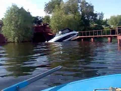 на лодке в шторм по волге