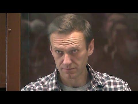 Суд в Москве вынес приговор Алексею Навальному по делу о клевете.