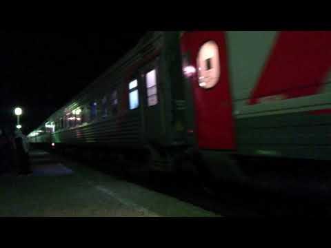 ЭП1П-052 с пассажирским поездом №679 Владикавказ-Адлер прибывает на станцию Невинномысск