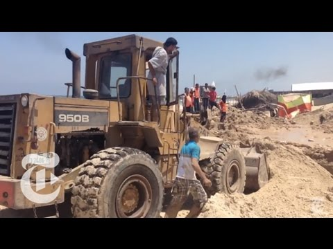 Israel-Gaza Conflict 2014: Grim Search on a Gaza Beach | The New York Times