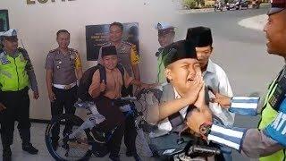 Videonya Menangis saat Ditilang Polisi Viral, Bocah Ini Dapat Hadiah dari Kasat Lantas