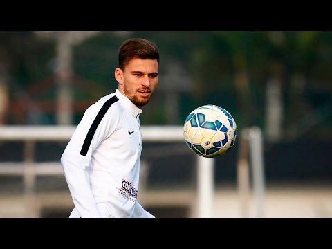 Lucas Lima marca golaço no treino