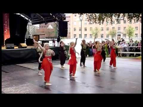 Nagada Nagada baja  song danced  by swedish Girls