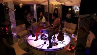 Acoustic Ngọc Trai Đen