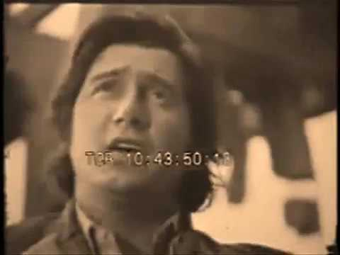 NO MORE SONGS - PHIL OCHS (Phil playing live)