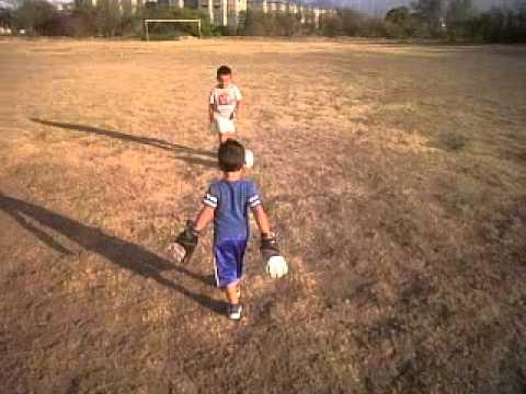 Ninos Jugando Futbol 3gp Youtube