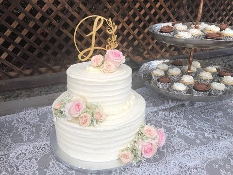easy-diy-tiered-wedding-cake---how-to-frost---stack---decorate