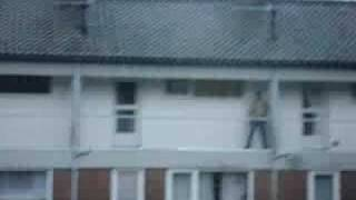 de buurman is bang dat zijn deur niet op slot zit ofzo...