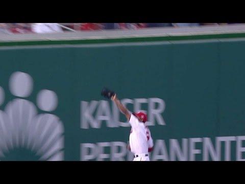 NYM@WSH: Taylor tracks down ball in...