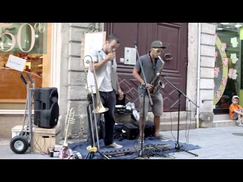 Slum monkey - live at Chalon dans la rue