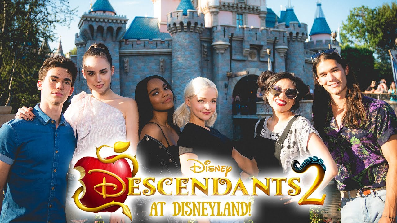 going-to-disneyland-with-the-cast-of-descendants-2