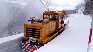除雪車を間近から撮影!人の背丈ほどの雪を春除雪(鳥取県倉吉市)