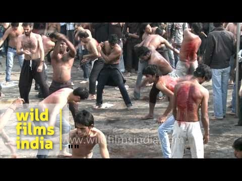 Shia muslims beat their chests during Muharram