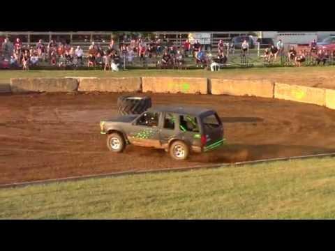 The Lebanon Fair Tough Trucks 2016 : Jeff Eshleman Ford Explorer