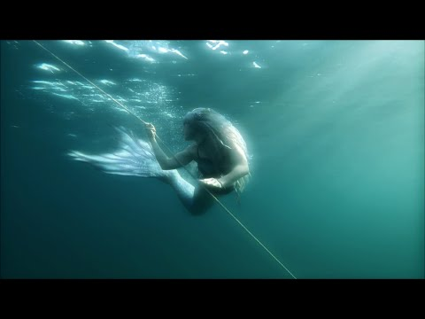 The Witch of the Water    SIREN SWIMMING IN LIGHT AND DARKNESS    Lake Michigan Mermaid Video 2019