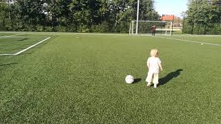 Funny football video: 2 year old Alva knows how to score a goal !