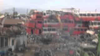 Olası Kazadan Kıl Payı Kurtulma Anı Eski Otobüsler Geri Dönüşümü