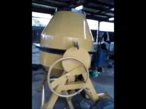 Two bagger concrete mixer . YUMICO