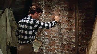 【穷电影】男子在墙上画了扇门,还敲了三下,竟打开了通往恐怖世界的大门