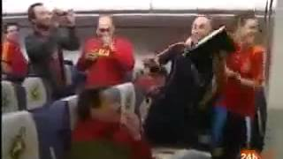 Празднование сб Испании чемпионства в самолете mp4