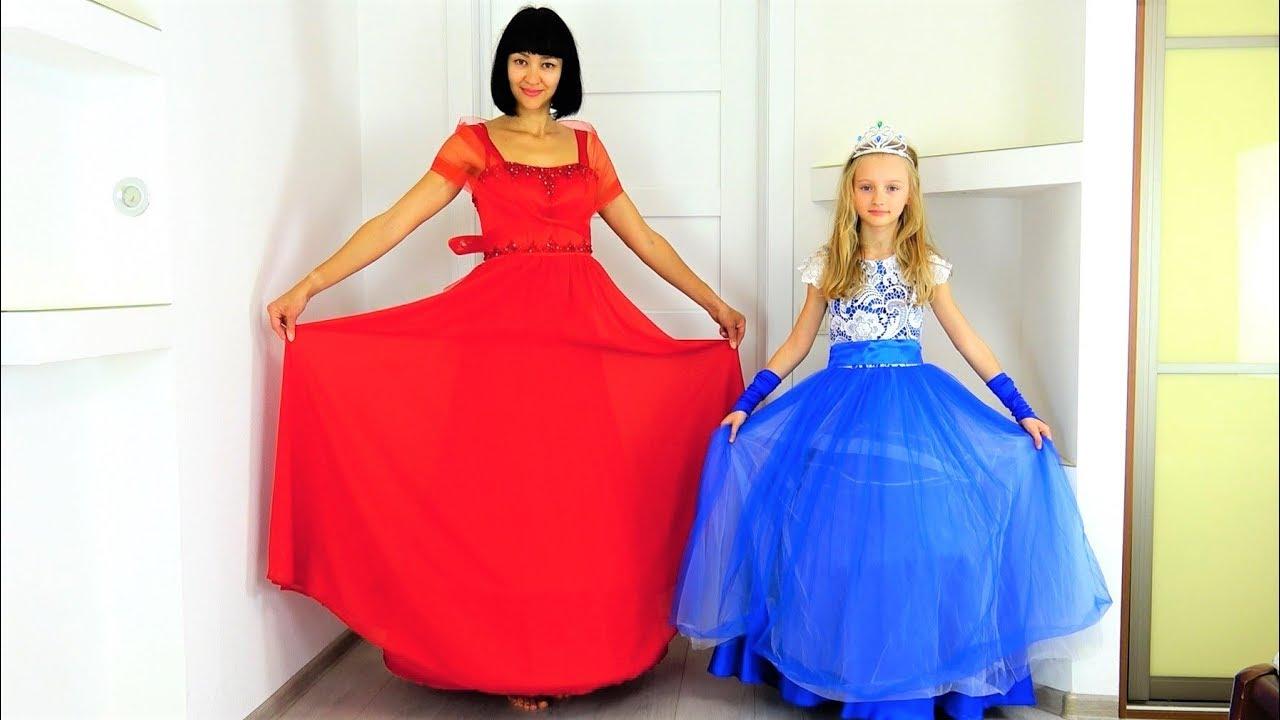 Полина и мама как принцессы собрались на праздник