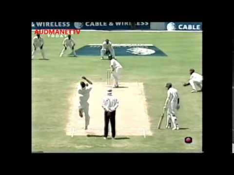 Merv Dillon in no nonsense Mood bounces Rahul Dravid 2001