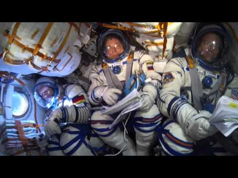 How to FLY A SPACESHIP to the SPACE STATION Smarter Every Day 131