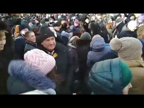 Волинські Новини: Блогера відтіснили за запитання Порошенку   Волинські Новини