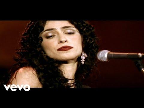 Music video by Marisa Monte performing Não É Facil. © 2005 Monte Criação E Produção Ltda
