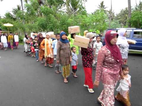Sasak wedding march Lombok island.AVI Travel Video