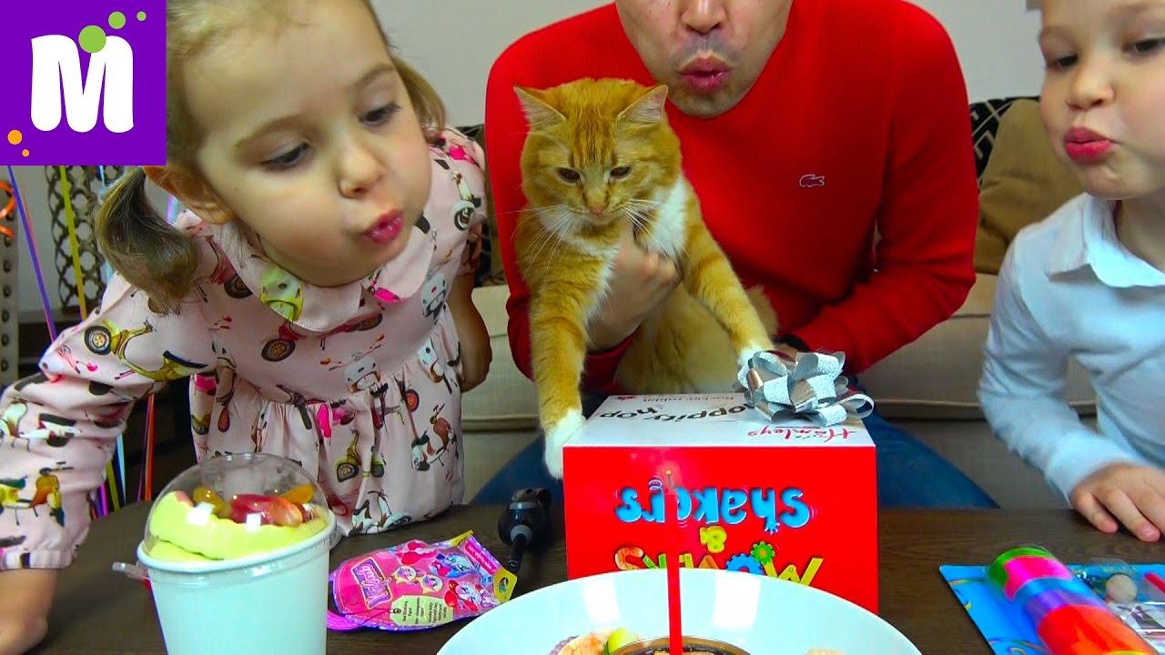 День Рождения Кошечки Мурки 5 этажный дом и Кролик в подарок Макс и Катя съели Киндер для животных