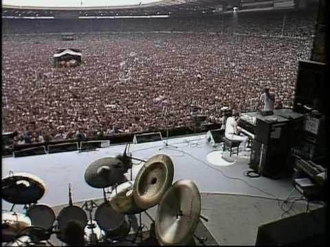 Queen  - (1985) Bohemian Rhapsody / Radio Ga-Ga / Hammer To Fall (Live Aid)